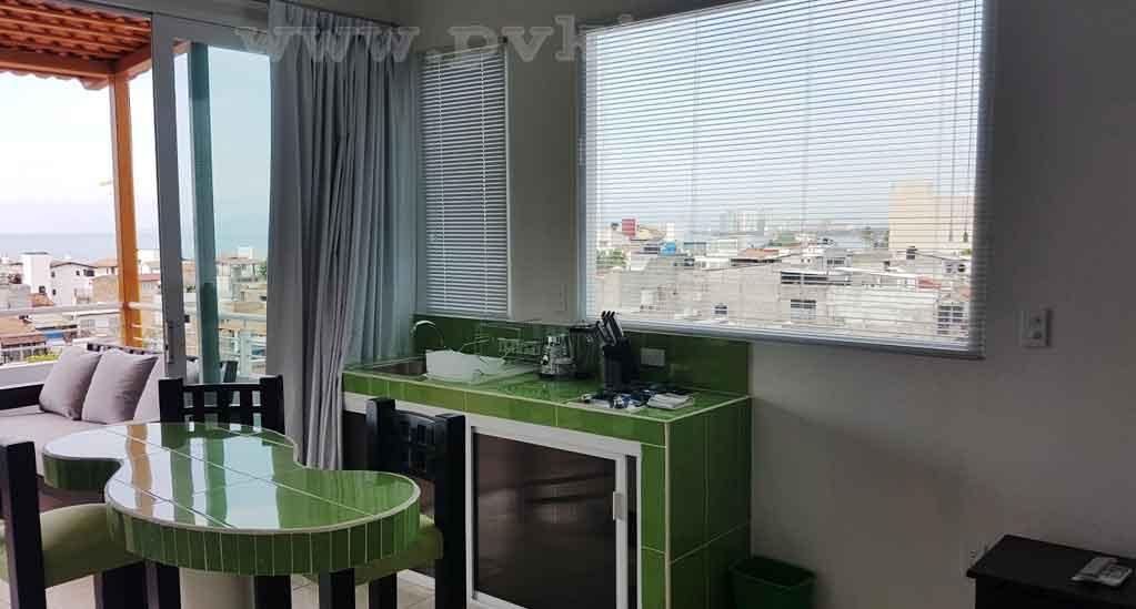 Green Studio 8